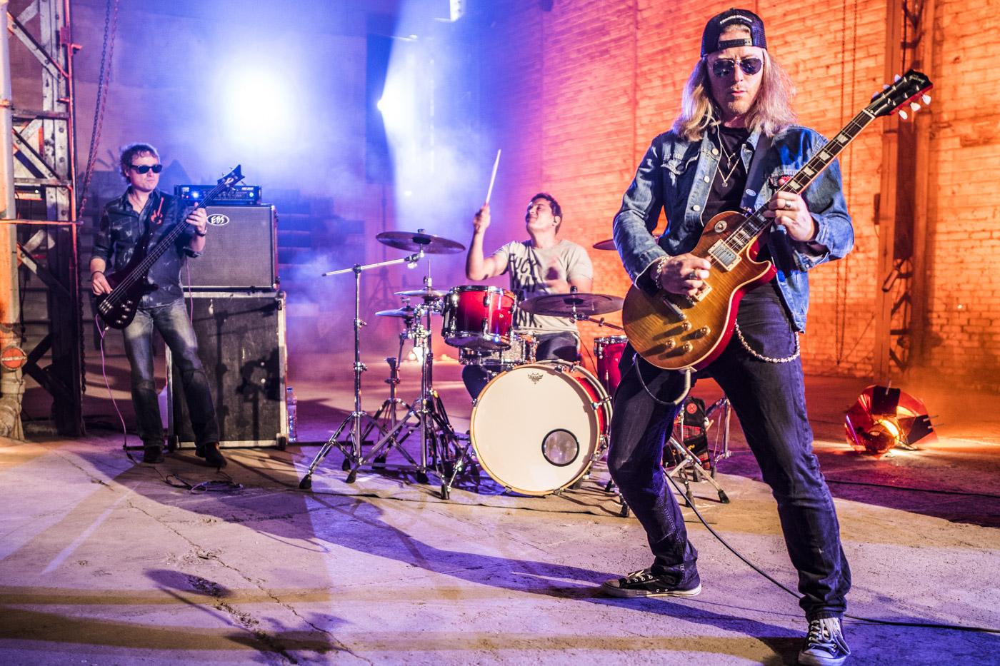 MAT NINAT   PROFUSION rock n' roll power trio based in Paris